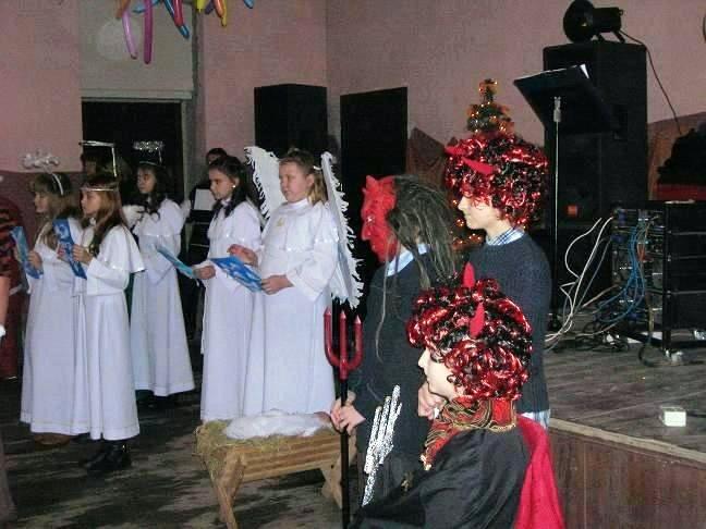 Malanów: Choinka w Dziadowicach - Źródło: www.malanow.pl