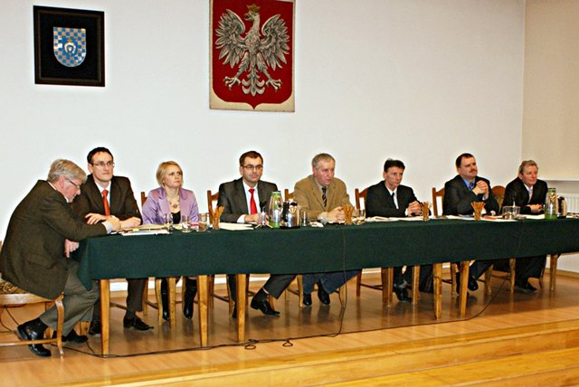 Władysławów: Gęste tłumaczenia z sesyjnej