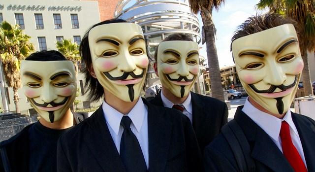 Turkowianie przeciw ACTA - Anonymous w maskach Guy'a Fawkes. Źródło: Wikipedia, Fot. Vincent Diamante
