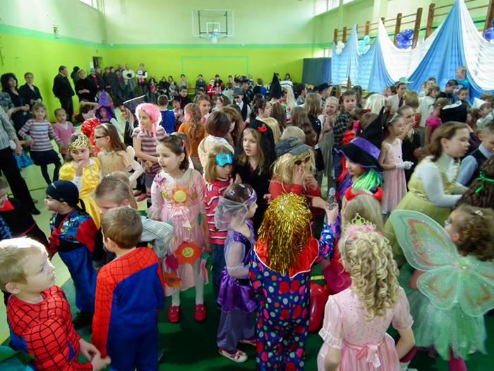 Bal karnawałowy klas 0-III w ZSP w Dobrej - Źródło: www.dobra24.pl