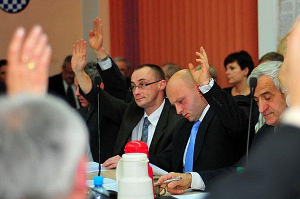 Krawczyk wykluczony z PO - K. Krawczyk (po prawej) i A. Zielony w trakcie głosowania