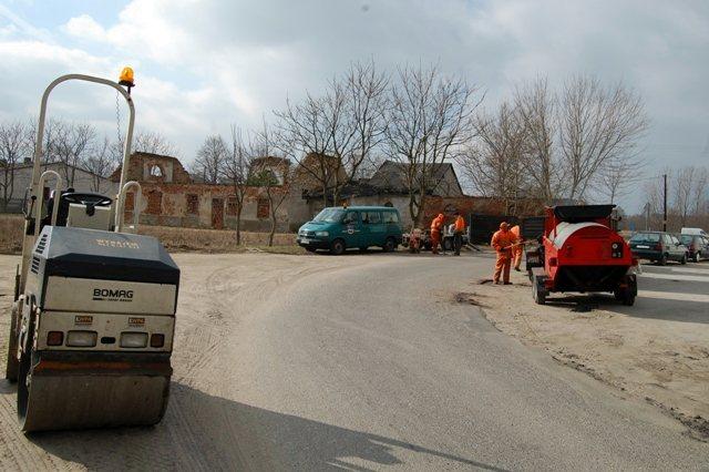 Odnawianie dróg i ulic - Źródło: Starostwo Powiatowe w Turku
