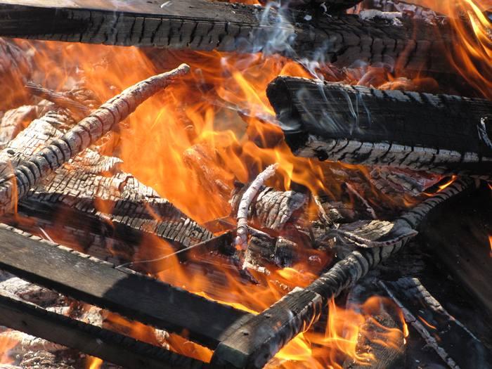 Spłonęła wiata i drewno - Źródło: sxc.hu / P. Harper