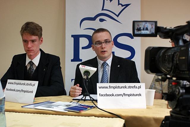 Forum Młodych PiS wyliczyło sukcesy - Fot. A. Wszędybył