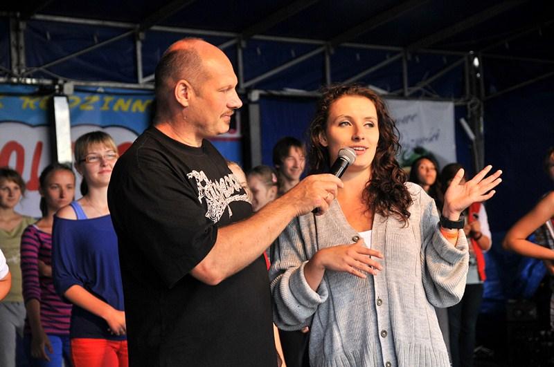 """Turek żyje """"SCABB'em"""" - Ojciec Dyrektor SCABB'u oraz instruktorka tańca Dżołi / Fot. E. Grabowska"""