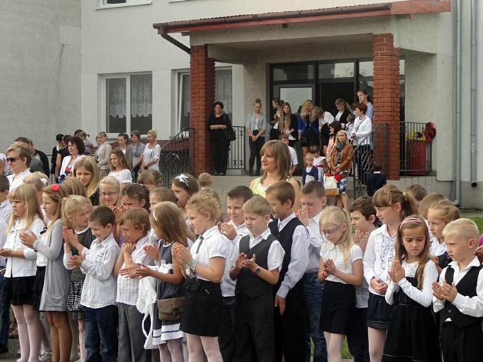 Wyszyna: Pierwszy dzwonek przywitał nas, do szkoły już czas  - Foto: Beata Śliwka