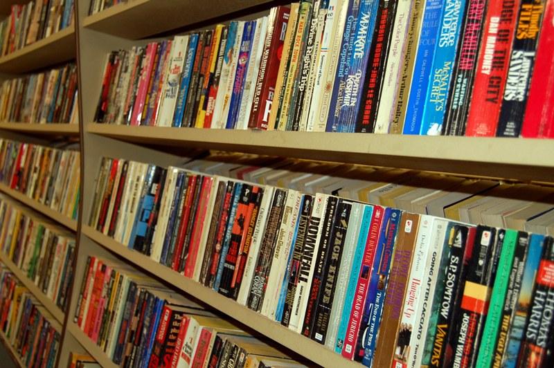 Kup pan książkę! - Źródło: sxc.hu