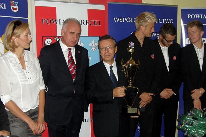 Nagrodzili młodych sportowców, ich szkoły i gminy