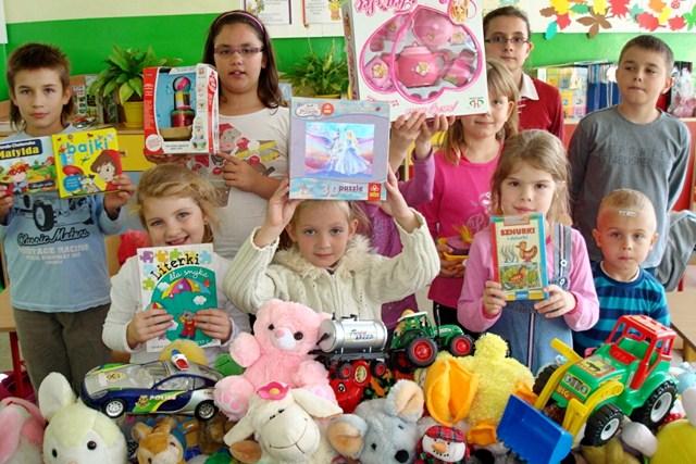 Podaruj dzieciom uśmiech/zbiórka zabawek dla Oddziału Dziecięcego