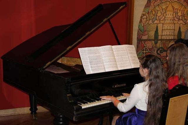 Koncert uczniów Państwowej Szkoły Muzycznej w Muzeum Rzemiosła Tkackiego