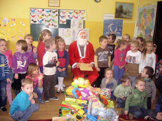 Szósty grudnia tyle radości daje, dobrze, że są na świecie Mikołaje