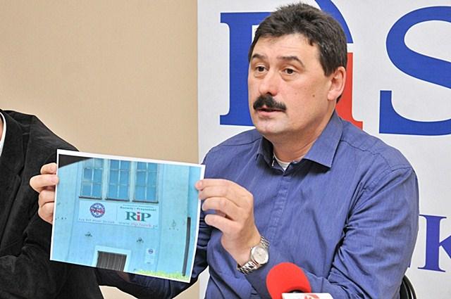 Pyziak powiększył grono kłamców/Ryszard Bartosik