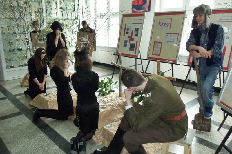 Gimnazjaliści uczcili pamięć o Katyniu