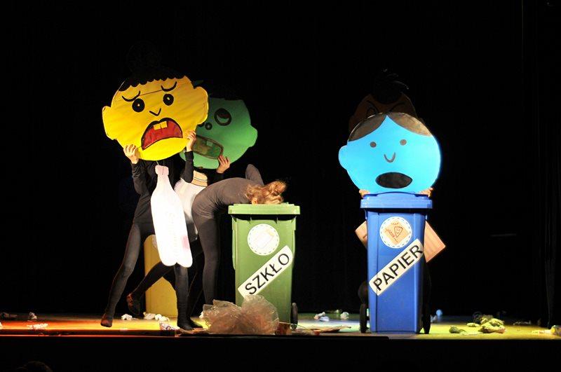 Spektakl o sztuce segregacji śmieci