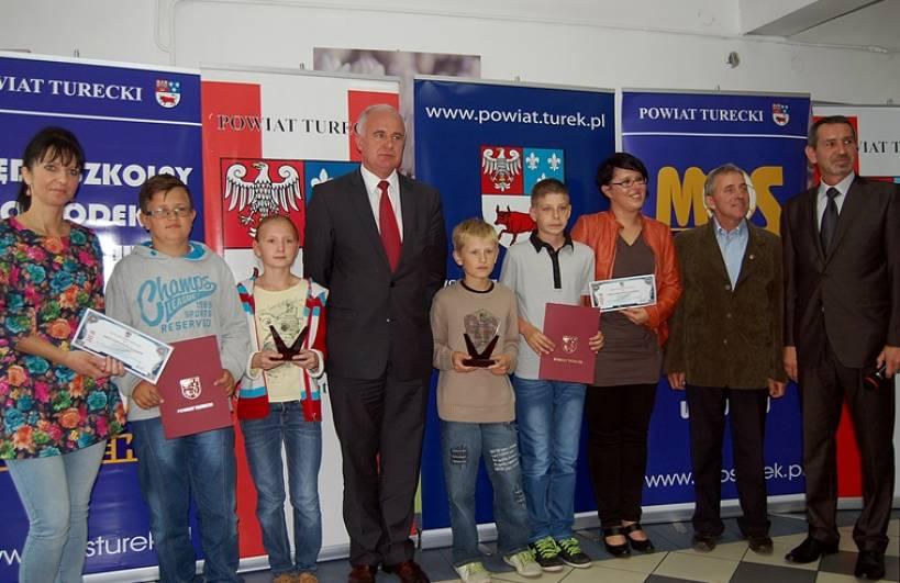 Uczniowie z powiatu drudzy z województwie - Źródło: www.powiat.turek.pl