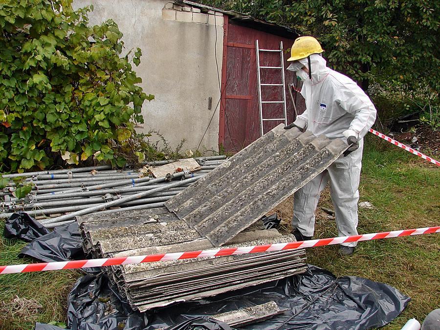 Coraz mniej azbestu w powiecie tureckim - foto: Starostwo Powiatowe w Turku