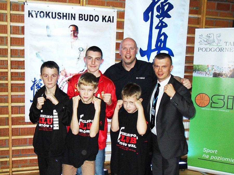 Zawodnicy z powiatu na Mistrzostwach Europy IBK Kyokushin - Źródło: archiwum klubu