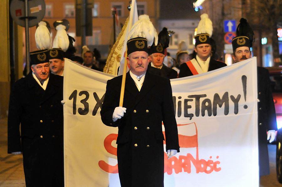 Marszem uczcili ofiary grudnia  - foto: M. Derucki