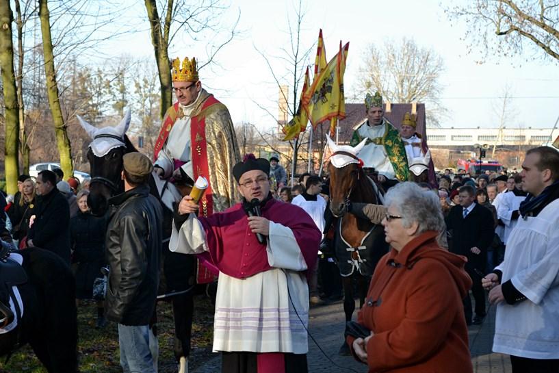 Wikary, burmistrz i przewodniczący wiedli orszak przez Tuliszków