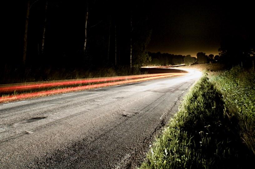 Porzucił BMW z pijanymi i uciekł do lasu - foto: sxc.hu / Peter Suneson
