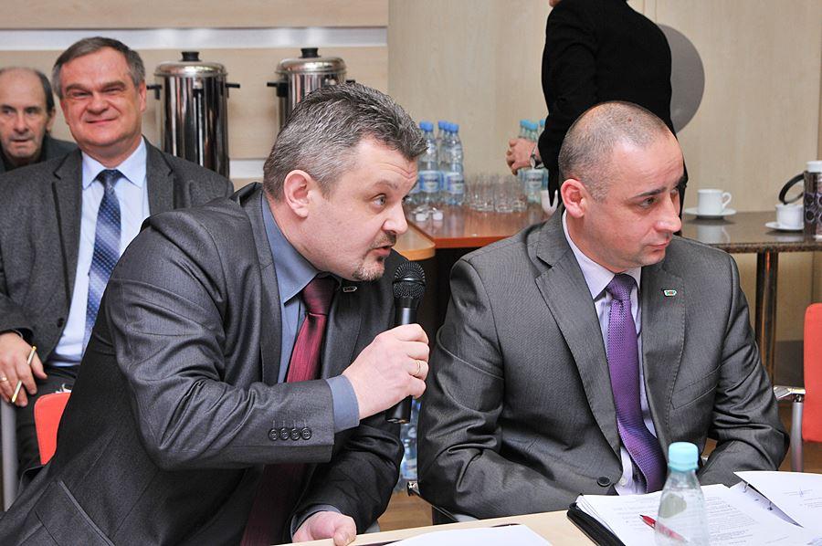 Radny Borowski martwi się o zbyt małe otwory - foto: M. Derucki