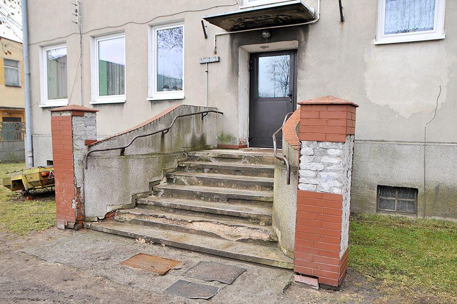 Nie każde schody prowadzą do nieba... Od roku walczą o remont - foto: M. Derucki