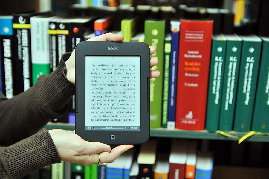 Przyjdź do biblioteki i przetestuj nowe e-Readery! - Foto: M. Derucki