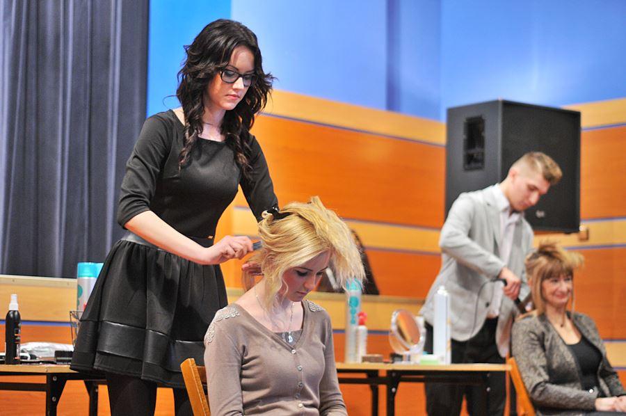 Pokazali, że fryzjerstwo to sztuka - foto: M. Derucki