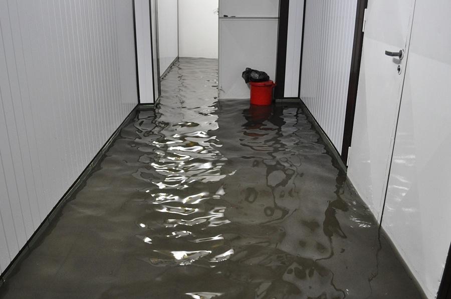 OSiR zalany: wszystko pływało na basenie - Foto: Perun