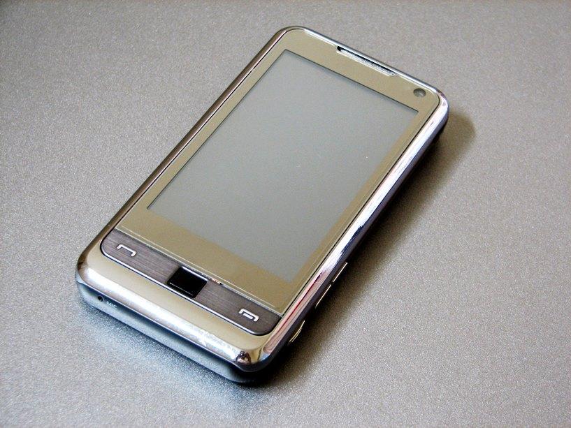 Oszukał 17-latka i zabrał mu telefon  - foto: freeimages.com / lilieks