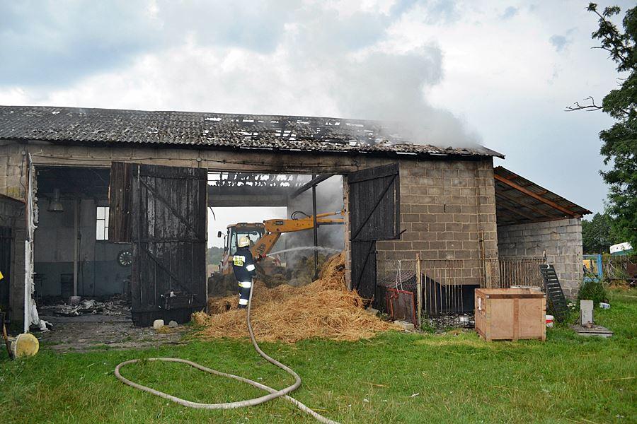 Piorun uderzył w stodołę w Chlebowie