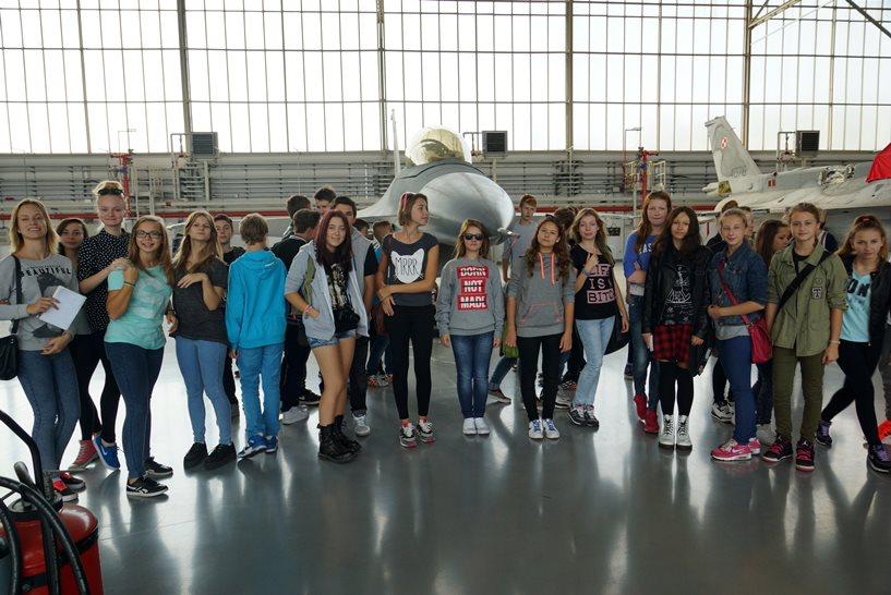 Gimnazjaliści z wizytą na lotnisku w Krzesinach