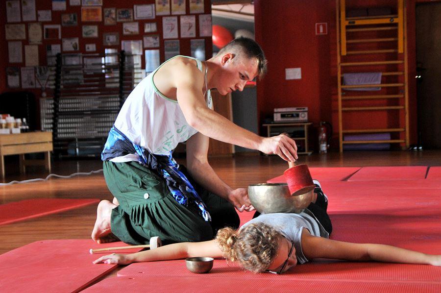 Egzotyczny masaż przed porządnym wysiłkiem - foto: M. Derucki