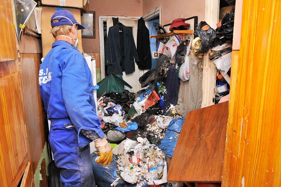 Mieszkanie jak z horroru. Szczury grasowały w hałdach śmieci na Kączkowskiego