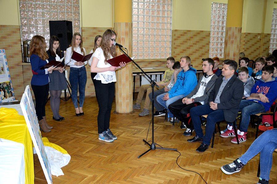 Uczniowie G2 uczcili pamięć Jana Pawła II