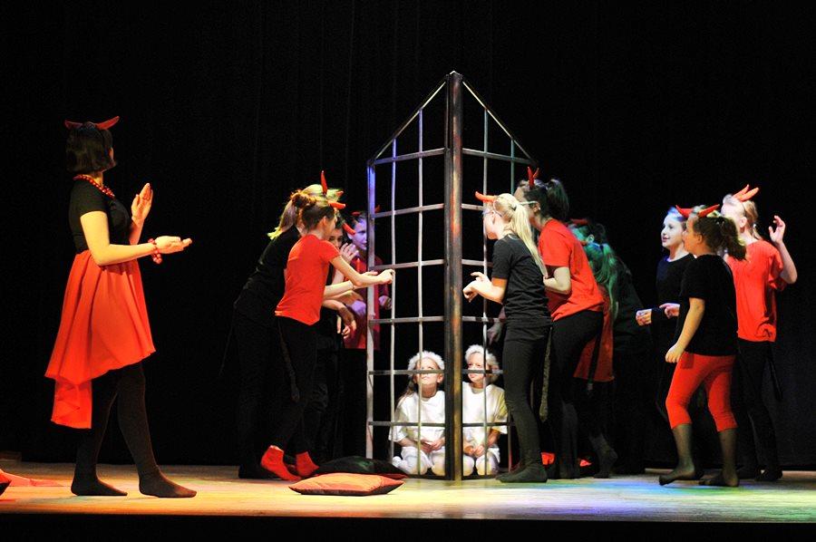 """Wideo: Teatr """"Szpilka"""" cały czas w dobrej formie - foto: M. Derucki"""