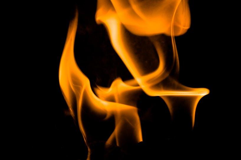 70-latek płonął w fotelu