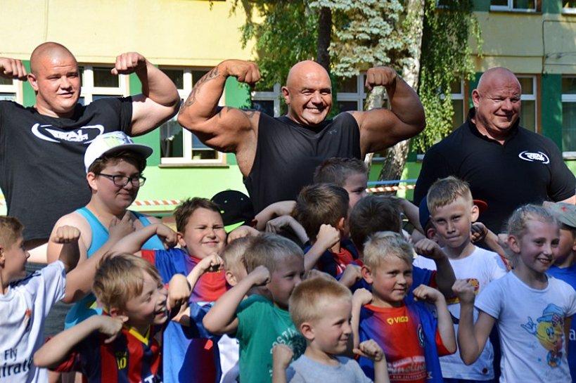 Siłacze uświetnili Dni Dobrej - foto: Arkadiusz Wszędybył