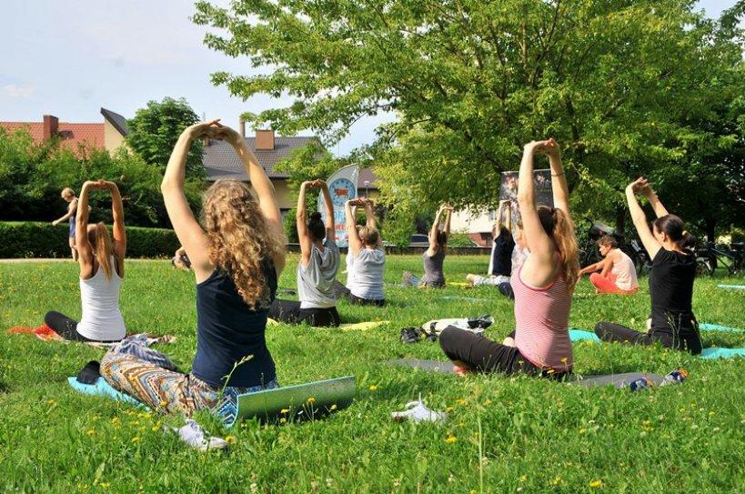 Przyjdź na jogę do parku