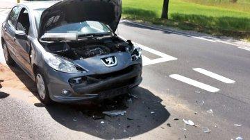 Kolizja w Malanowie. Peugeot huknął w Scenica koło stacji  - foto nadesłane przez Czytelnika