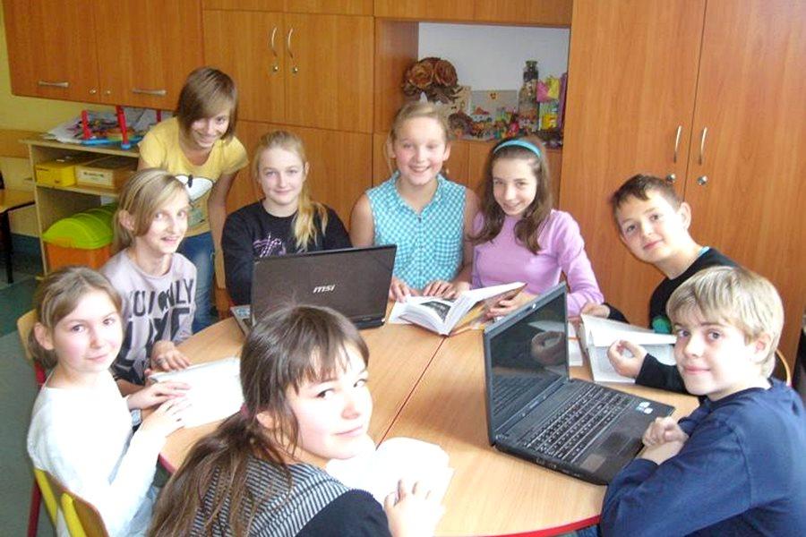 """Uczniowie """"Czwórki"""" współtwórcami Internetowej Encyklopedii Wielkopo"""