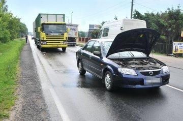 Poranna kolizja dwóch ciężarówek i osobówki na Konińskiej