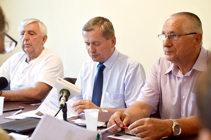 Poseł SLD oddał 655 000 zł, pracował jak nikt inny w okręgu. Jak wypadli inni?