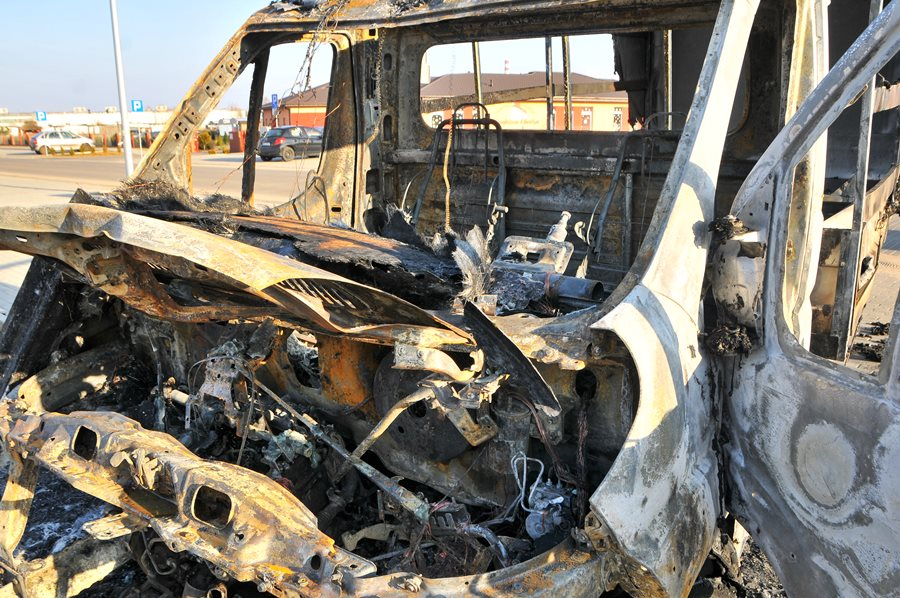 Auta płonęły na placu Domu Strażaka