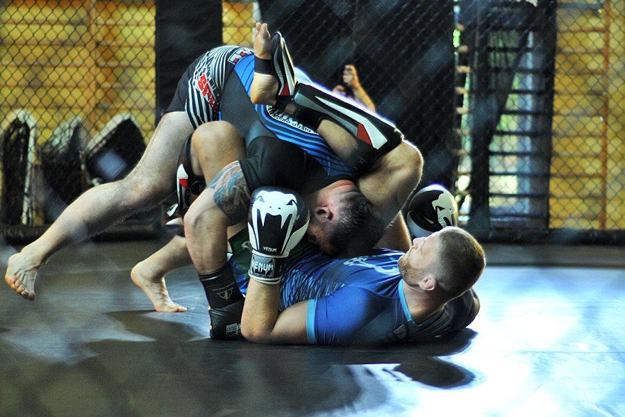 Mistrzowie mocnych ciosów walczyli w Dobrej - foto: M. Derucki