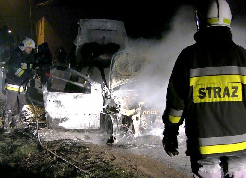 Wideo: Renault Megane spłonął w Kozubowie