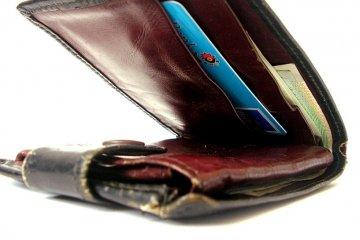 Zabrali portfel wypchany pieniędzmi