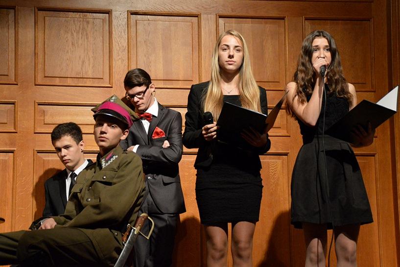 Licealiści wspominali historię, patrząc w przyszłość Polski - foto: Arkadiusz Wszędybył
