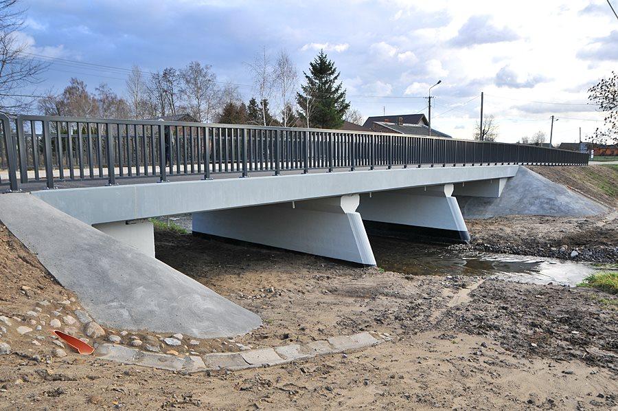 Brudzew: Nad Kiełbaską stanął nowy most - foto: M. Derucki