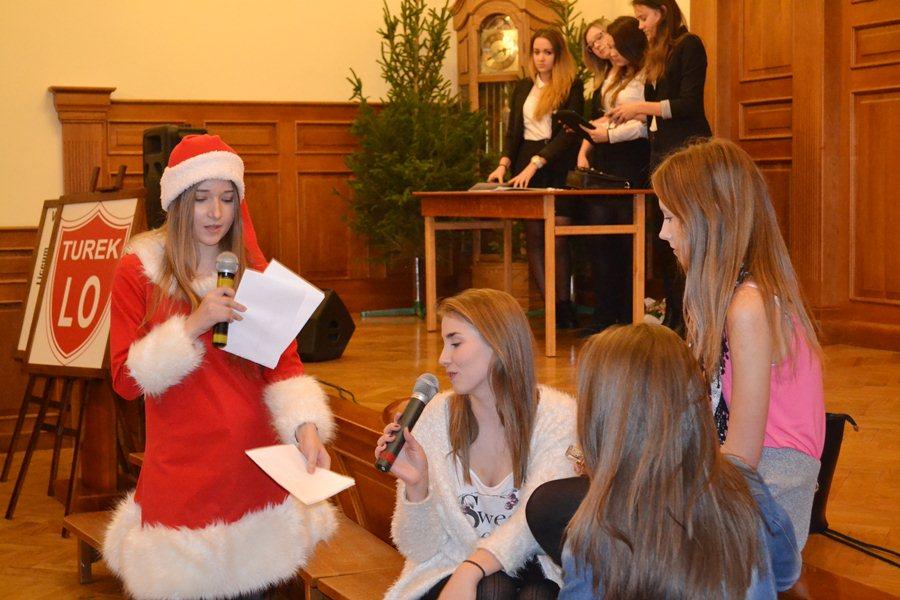 Pogotowie św. Mikołaja w licealnej auli